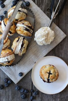 This is the ultimate summer dessert. I'm drooling Blueberry Pie Ice Cream Sandwiches Recipe Frozen Desserts, Just Desserts, Frozen Treats, Dessert Recipes, Dinner Recipes, Gourmet Desserts, Dessert Food, Summer Desserts, Dinner Ideas