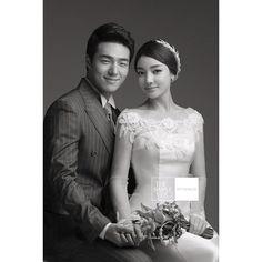 Dream Day Wedding, Wedding Goals, Wedding Beauty, Wedding Pics, Wedding Themes, Wedding Couples, Couple Ulzzang, Korean Wedding, Wedding Photography Styles
