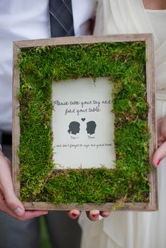 Moss Frames I love moss, seriously I love it and I want to decorate with it. Live moss arrangments so super cute!I love moss, seriously I love it and I want to decorate with it. Live moss arrangments so super cute! Wedding Frames, Diy Wedding, Wedding Reception, Woodland Wedding, Green Wedding, Wedding Blog, Wedding Decor, Cadre Diy, Diys