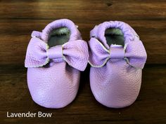 These 100% genuine leather moccasins are made to last. They are beautifully handcrafted and made with your little ones in mind. The leather is super soft and lightweight, making them perfect crib shoes and comfortable for crawlers and walkers. They have elastic around the ankle preventing them from falling off, also making them easy to put on. PERFECT baby shower and birthday gifts!40+ Options availableSIZESNB/S - 4 in0-6/S months - 4.25 in6-12/M months - 4.5 in12-18/L mont...