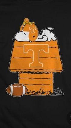 Snoopy's Tn Vols fan. Tennessee Vols Shirts, Tn Vols, Tennessee Girls, State Of Tennessee, Tennessee Song, Tennessee Volunteers Football, Tennessee Football, Alabama Football, American Football