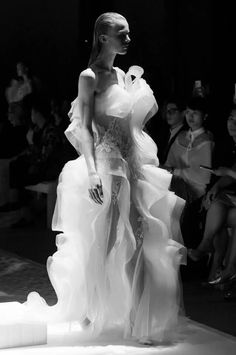 Lan YU Haute Couture Fall Winter 2014 Collection.