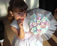 O buquê de pirulito ou de marshmallow também estão no topo da lista dos mais solicitados pelas noivas maismodernas. Além de ...