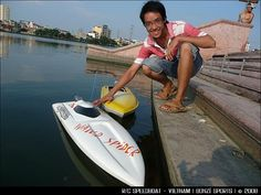 This R/C Speedboat really moves on the waters of Vietnam.