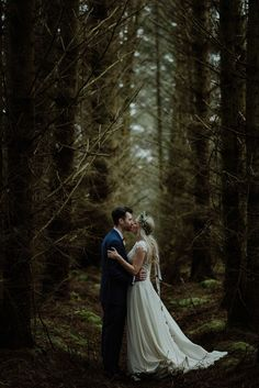 beautiful woodland photo ideas with your groom