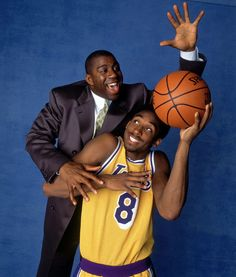 Magic Johnson and Kobe Bryant - Los Angeles Lakers Kobe Bryant Family, Lakers Kobe Bryant, Young Kobe Bryant, Wnba, Nba Players, Basketball Players, Basketball Legends, Dodgers, Flavia Laos