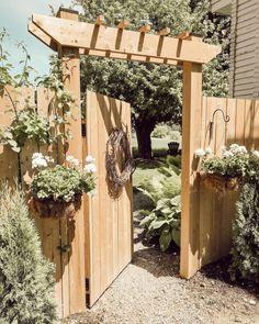 Backyard Paradise, Backyard Retreat, Backyard Patio, Privacy Fence Designs, Natural Fence, Diy Porch, Fence Landscaping, Outside Living, Backyard Makeover