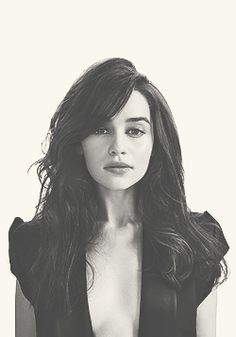 Emilia Clarke/Daenerys Targaryen - Game of Thrones. Love her with dark hair.