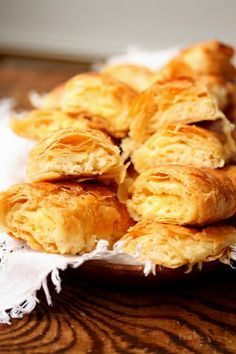 COOKING WITH ANISOARA: PLACINTE DIN ALUAT IN FOI LA CUPTOR New Recipes, Snack Recipes, Favorite Recipes, Romanian Food, Romanian Recipes, Cauliflower, Sandwiches, Oven, Good Food