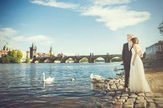 This one of the most favorite view on Charles bridge in #prague for bride and groom and their #wedding memory