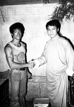 Bruce with Yueh Hua, the male star (Drunken Knight) of the 1966 wuxia classic, Come Drink with Me. Directed by King Hu with action choreographers: Sammo Hung and Han Ying-Chieh (Boss in The Big Boss). Forearms, forearms!
