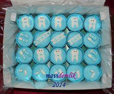 mavi demlik mutfağı- izmir butik pasta kurabiye cupcake tasarım- şeker hamurlu-kur: TARIK'IN DİŞİM ÇIKTI CUPCAKE'LERİ VE KURABİYELERİ