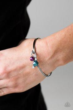Gorgeous silver bracelet only $5.  #jewelry #paparazzi #sahm #justneedwifi #ilovemyjob #workfromhome #pulsera  #solocincodinero