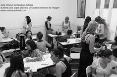 Práctico de asesoramiento de imagen en aula Chanel.