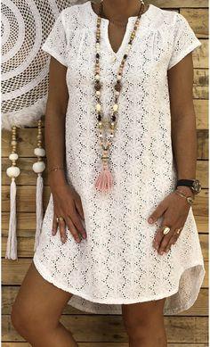 Robe Emma Broderie Blanc – - Record Tutorial and Ideas Chicos Fashion, Boho Fashion, Fashion Dresses, African Attire, African Dress, Sunmer Dresses, Casual Dresses, Short Sleeve Dresses, Fashion Corner