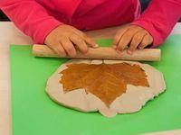 16 x knutselen met herfstmaterialen voor dreumes en peuter Autumn Crafts, Fall Crafts For Kids, Autumn Art, Nature Crafts, Autumn Theme, Toddler Crafts, Diy For Kids, Toddler Art, Autumn Leaves