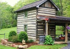 Want to experience the goodness of living in a country-style house and away from the city, and if you love hands-on, log cabin kits is the solution. Old Cabins, Tiny Cabins, Log Cabin Homes, Cabins And Cottages, Cabins In The Woods, Lake Cabins, Little Cabin, Little Houses, Cozy Cabin