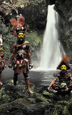 See Stunning Portraits Of The Most Remote Tribes Left On Earth Jimmy Nelson, Sculpture Painting, Many Faces, People Of The World, Papua New Guinea, Tribal Art, African Art, South America, Remote