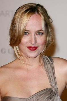 The actress appeared at an event in stripped-back face makeup and a glossy red lip. Don Johnson, Dakota Johnson, Beauty Makeup, Face Makeup, Girl Wallpaper, Shades Of Grey, Red Lips, Hair Inspo, Makeup Looks