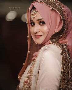 Such a beautiful and Flawless Bridal look! Muslimah Wedding Dress, Muslim Wedding Dresses, Disney Wedding Dresses, Muslim Brides, Wedding Dresses For Girls, Pakistani Party Wear Dresses, Pakistani Wedding Outfits, Pakistani Wedding Dresses, Bridal Outfits