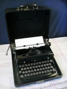 Royal Typewriter | Vintage WWII Royal Typewriter