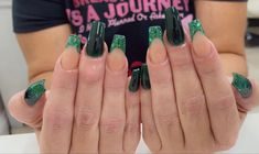 #coffinnails #nailtrends #calinails #nailsonfleek #prettynails #acrylicnails #ombrenails #blingnails #glowinthedark #glitternailsacrylic