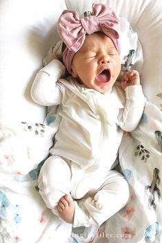 Baby Kind, Cute Baby Girl, Baby Girl Newborn, Newborn Boy Outfits, Toddler Boy Outfits, Little Babies, Cute Babies, Chubby Babies, My Bebe