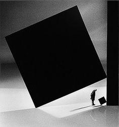 Gilbert Garcin - 2004, Le collectionneur (d'après Morellet) / The collector