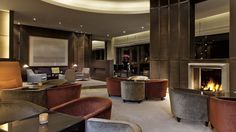 Elegant ecletic interior design by Studio Putman.  Hotel Ritzcarlton / Wolfsbourg / 2000 #frenchinteriordesign #architecturedinterieur