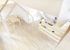 House H by Hiroyuki Shinozaki Architects, in Matsudo (Tokyo). The ground and first floor are connected by wooden stairs, made of timber, that matches the frames.