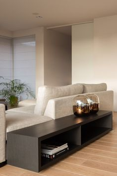 Living Room White, Beautiful Living Rooms, Home Living Room, Living Room Designs, Rectangular Living Rooms, Interior Design Guide, Sofa Side Table, House Inside, Home Decor Kitchen