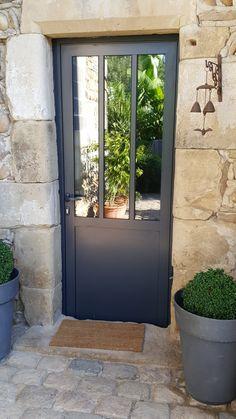 Outdoor canopy: 8 ways to bring light - The glass entrance door Exterior Paint, Exterior Design, Door Design, House Design, Entry Doors With Glass, English Country Decor, Canopy Outdoor, Marquise, Exterior Remodel