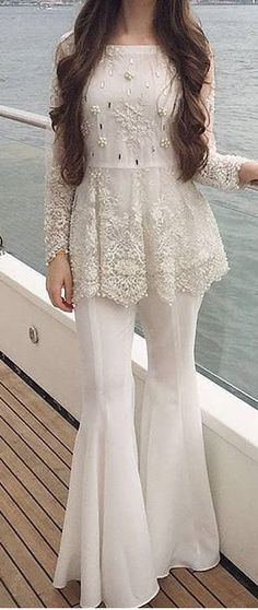 2020 Eid Dresses for Indian Girls- Eid-ul-Fitr is celebrated around the world, and since Eid is right around the corner everyone is hustling doing their Eid shopping. Girls are always seen busy planning their Eid outfits. Pakistani Fashion Casual, Pakistani Dresses Casual, Pakistani Wedding Outfits, Eid Dresses, Pakistani Dress Design, Party Wear Dresses, Indian Fashion, Fashion Dresses, Ivy Fashion