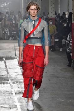 See all the Collection photos from A-Cold-Wall Spring/Summer 2019 Menswear now on British Vogue Big Men Fashion, Best Mens Fashion, Teen Fashion, Fashion Outfits, Teenager Fashion, Fashion Menswear, Fashion Vintage, Summer Fashion Trends, Fashion Week
