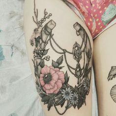 #horseshoe #flowers #tattoo