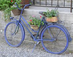 Vintage Bike with Flowers - 国际版 Bing images Vintage Bike Decor, Velo Vintage, Vintage Bicycles, Bicycle Basket, Bicycle Art, Fred Instagram, Bike Planter, Picnic Time, Backyard Projects