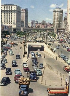 An old Ford amidst other cars in Anhangabau Valley in Sao Paulo during the Vale Do Anhangabaú, Nostalgia, Town And Country, Old City, Vintage Pictures, Central America, Vintage Postcards, Old Photos, Paris Skyline