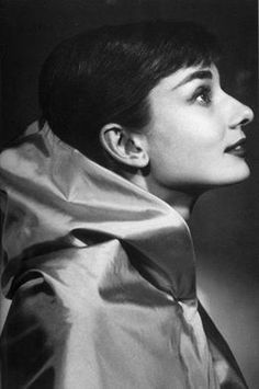 https://www.facebook.com/AudreyHepburn.net/photos/a.171929616287304.1073741828.165447423602190/177750915705174/?type=1