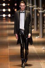 Saint Laurent Spring 2014 Menswear Fashion Show Collection: See the complete Saint Laurent Spring 2014 Menswear collection. Look 20 Vogue Paris, Men Fashion Show, Mens Fashion, Paris Fashion, Spring Fashion, Yves Saint Laurent Paris, Teddy Boys, Paris Mode, Tuxedo For Men