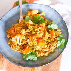 Vegetable Curried Rice by Leah Itsines Healthy Meala, Healthy Mummy Recipes, Clean Eating Recipes, Lunch Recipes, Vegetable Recipes, Vegetarian Recipes, Cooking Recipes, Curry Recipes, Rice Recipes