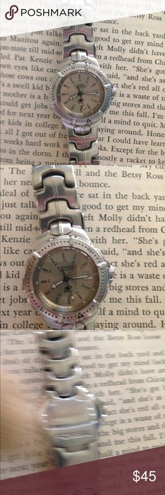 Fossil Wrist Watch Excellent condition.  Needs battery. Fossil Accessories Watches