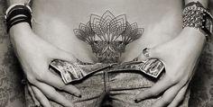 I tatuaggi di Chaim Machlev sono delle vere opere d'arte astratta, pezzi unici dipinti sulla pelle, personalizzati e irriproducibili