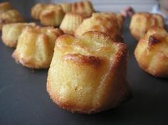 Almond cakes, Recipe is french but you can translate to english. French Desserts, No Cook Desserts, Mini Desserts, Dessert Recipes, Comida Kosher, Party Deco, Desserts With Biscuits, Fingerfood Party, Sweet Cooking