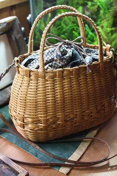 ブログでも実生活でもお世話になっている前を向いて歩こうのまぐ子さんに教えてもらって作ったバッグ。 紙製のテープを使って作るエコクラフト。 ...
