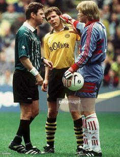 2; Schiedsrichter HEYNEMANN, Andreas MOELLER/Dortmund und Torwart Oliver KAHN/Bayern