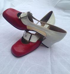 Fantastiche scarpe decolletè vintage anni 60 bicolore Modette style.Nuove da stock d'epoca con tacco quadrato.Made in Italy numero 37,5 e 35 di nonaprirequellarmadi su Etsy