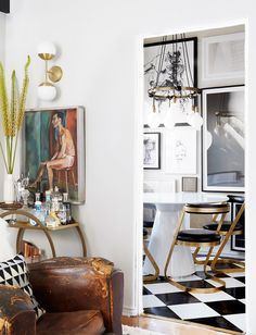 Inside+the+Living+Room+Makeover+of+Emily+Henderson's+Editorial+Director+via+@MyDomaine