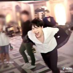 yoongi is my bias wrecker - Suga✨✨❤️❤️❤️❤️ Min Yoongi Bts, Min Suga, Bts Taehyung, Bts Bangtan Boy, Bts Jimin, Foto Bts, Daegu, Bts Video, Foto E Video