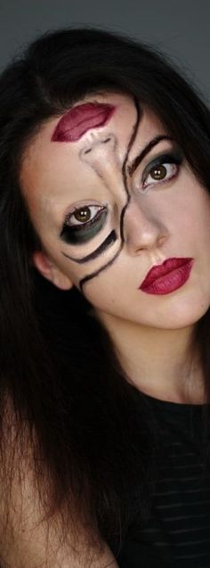 My tutorial on Half-Face Halloween Make up, a quick last minute make up . - My tutorial on Half-Face Halloween Make up, a quick last minute make up for Halloween that every girl can put on makeup. Half and half makeup for Halloween face Halloween Makeup Looks, Halloween Looks, Halloween Diy, Halloween Costumes, Diy Costumes, Facepaint Halloween, Vintage Halloween, Halloween Face Paintings, Halloween Makeup Last Minute