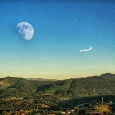 Monte, Luna y Avión